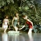 Jean Patchett with Claire Griswold, Ruth Newman Derujinski, Lois Gunda Wideman and 5 models Chromspun Colorama No 104 Eastman Kodak 1956